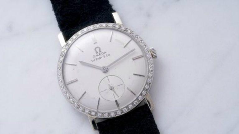 """Acest ceas Omega replica a fost odat? de la """"regele"""" Elvis Presley, acum se afl? sub ciocanul de la Philips"""